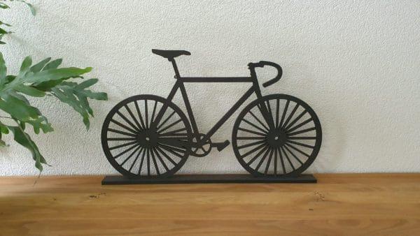 Geometrische fiets racefiets staand hout muur