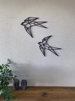 Zwaluw op witte muur